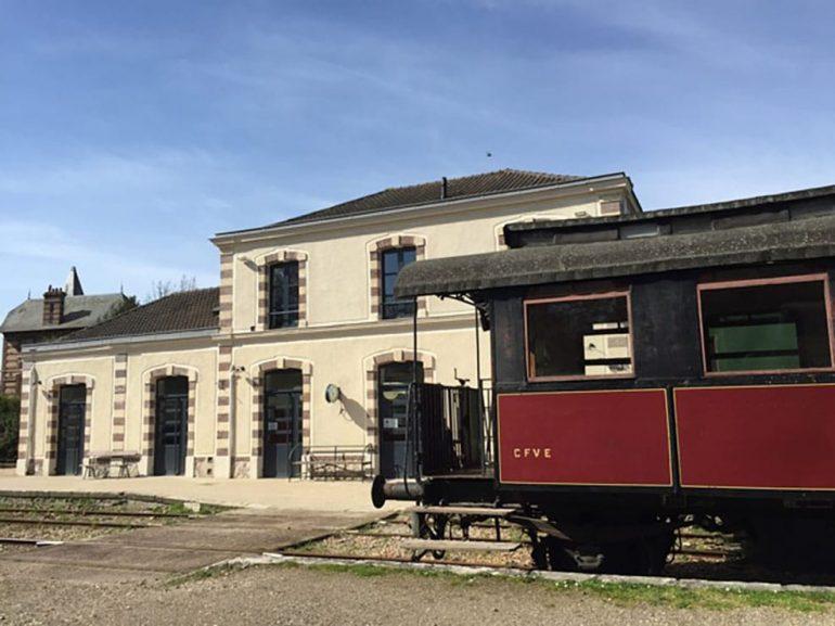 Train rétro à la gare touristique de Pacy-sur-Eure © Office de Tourisme Nouvelle Normandie