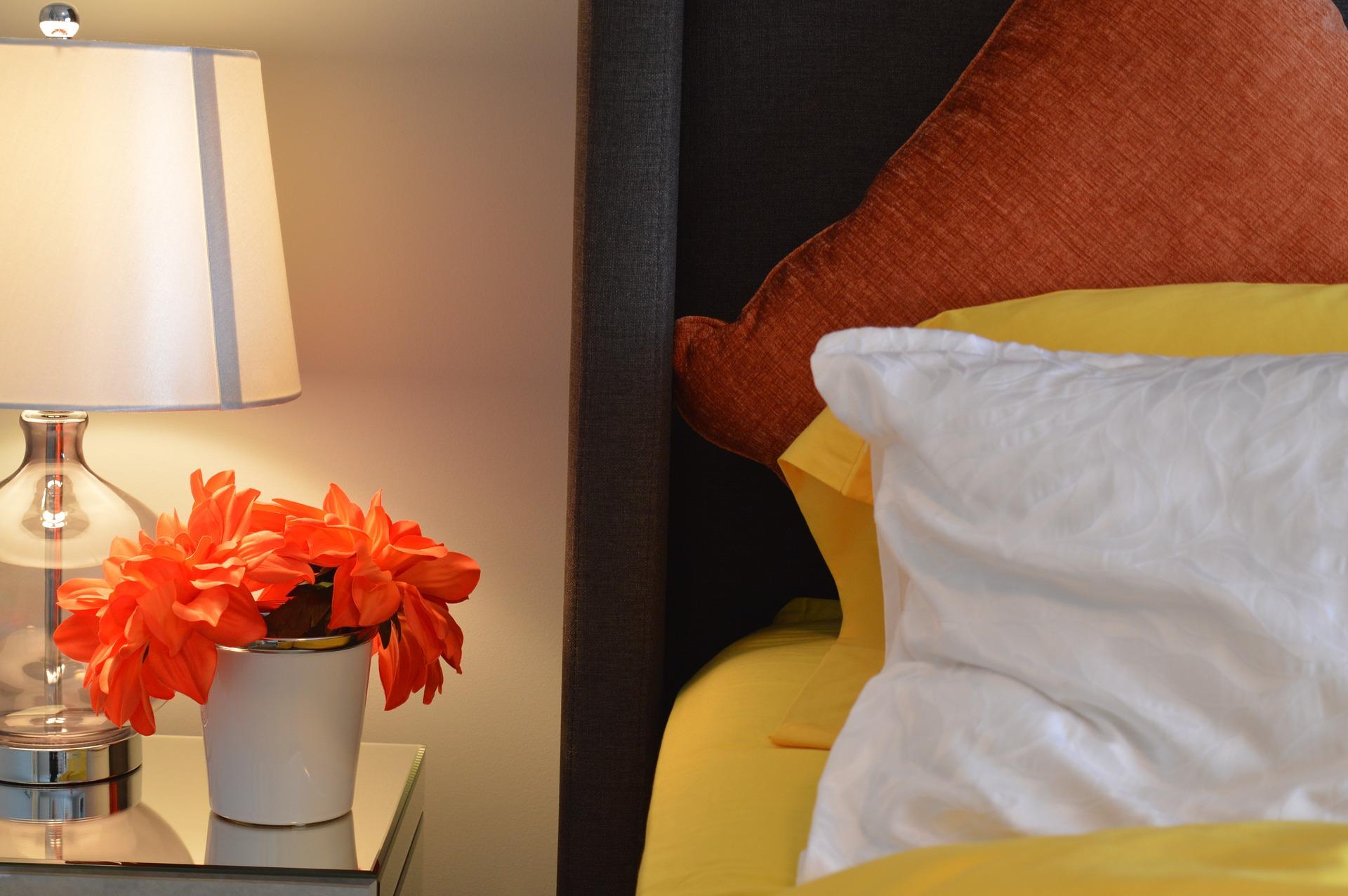 séjourner et hébergements-bed © ErikaWittlieb de Pixabay